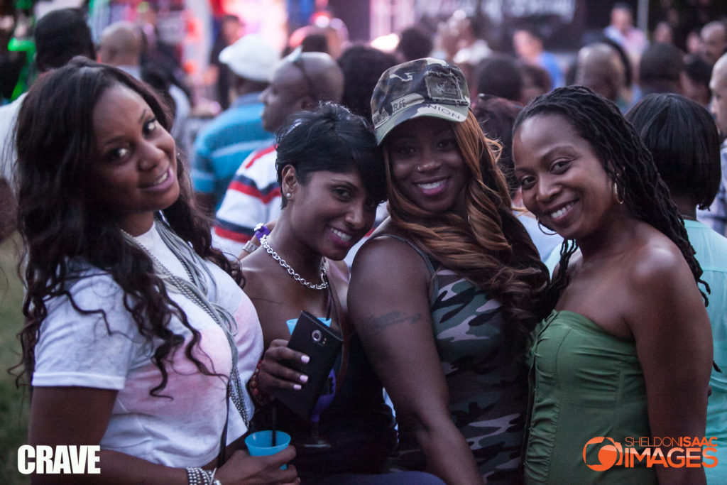 crave-party-ladies-smiling_014