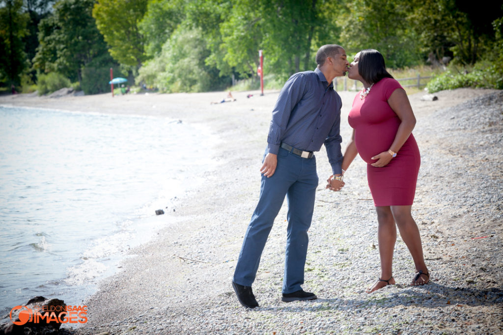 Maternity Photo couple kiss at beach
