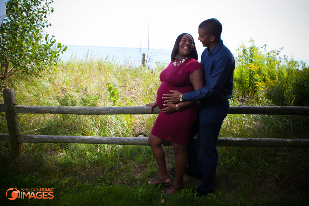 Maternity Photo couple looking at each other